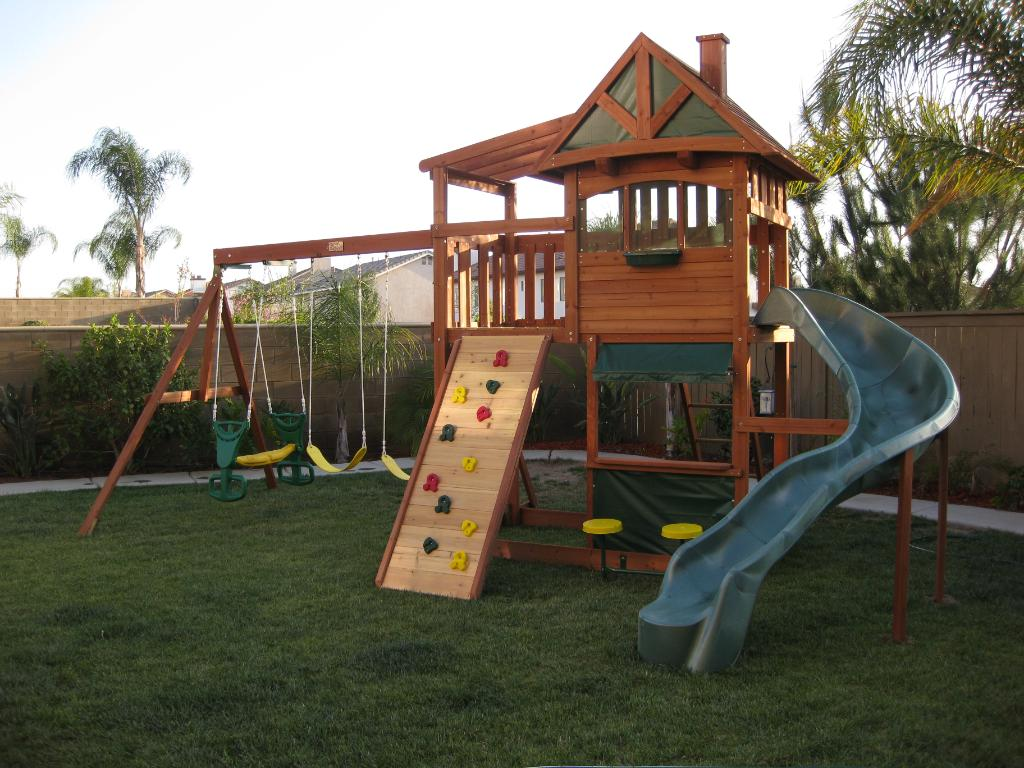 Biggest Backyard Playground : Selwood Crestwood Cubby House Play System
